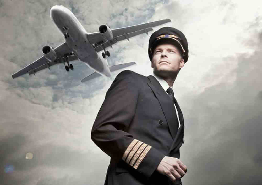 eligibility to become pilot in india